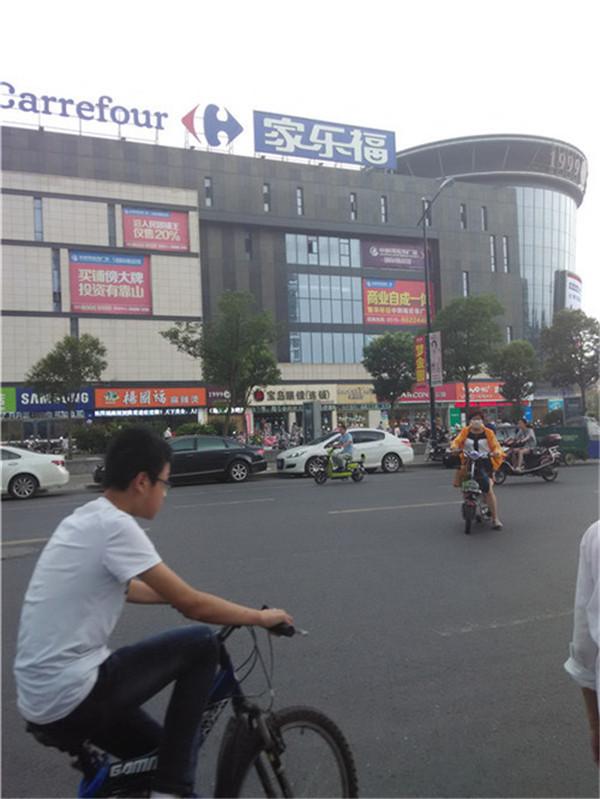 家乐福超市南100米台北小站楼门面20000元/年