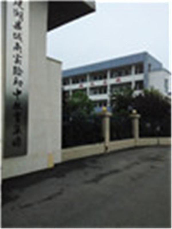 实验初中北一楼70平卫校东700/月